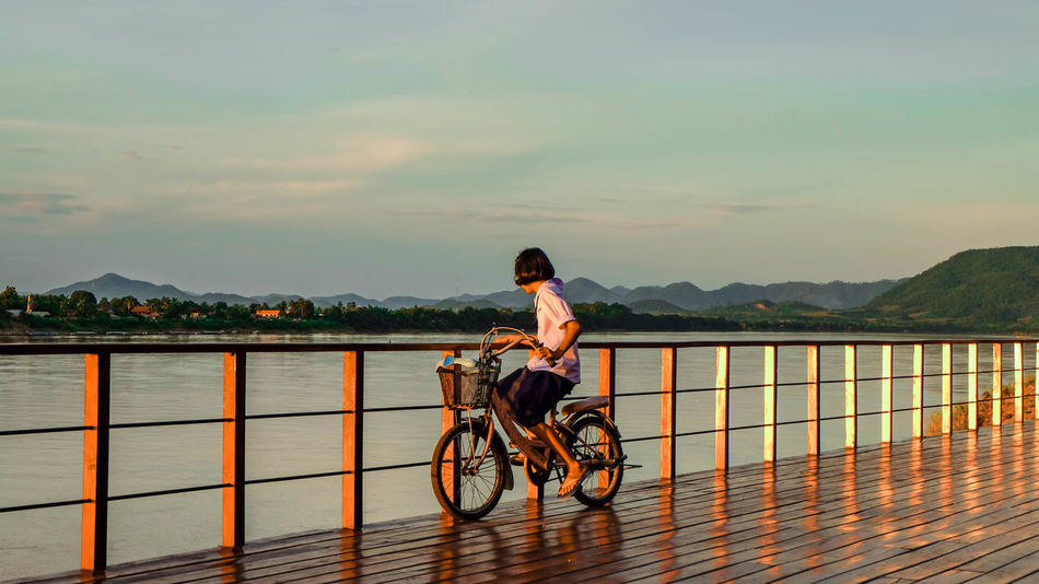 Beautiful stock photos of fahrrad, sky, cloud - sky, railing, one person