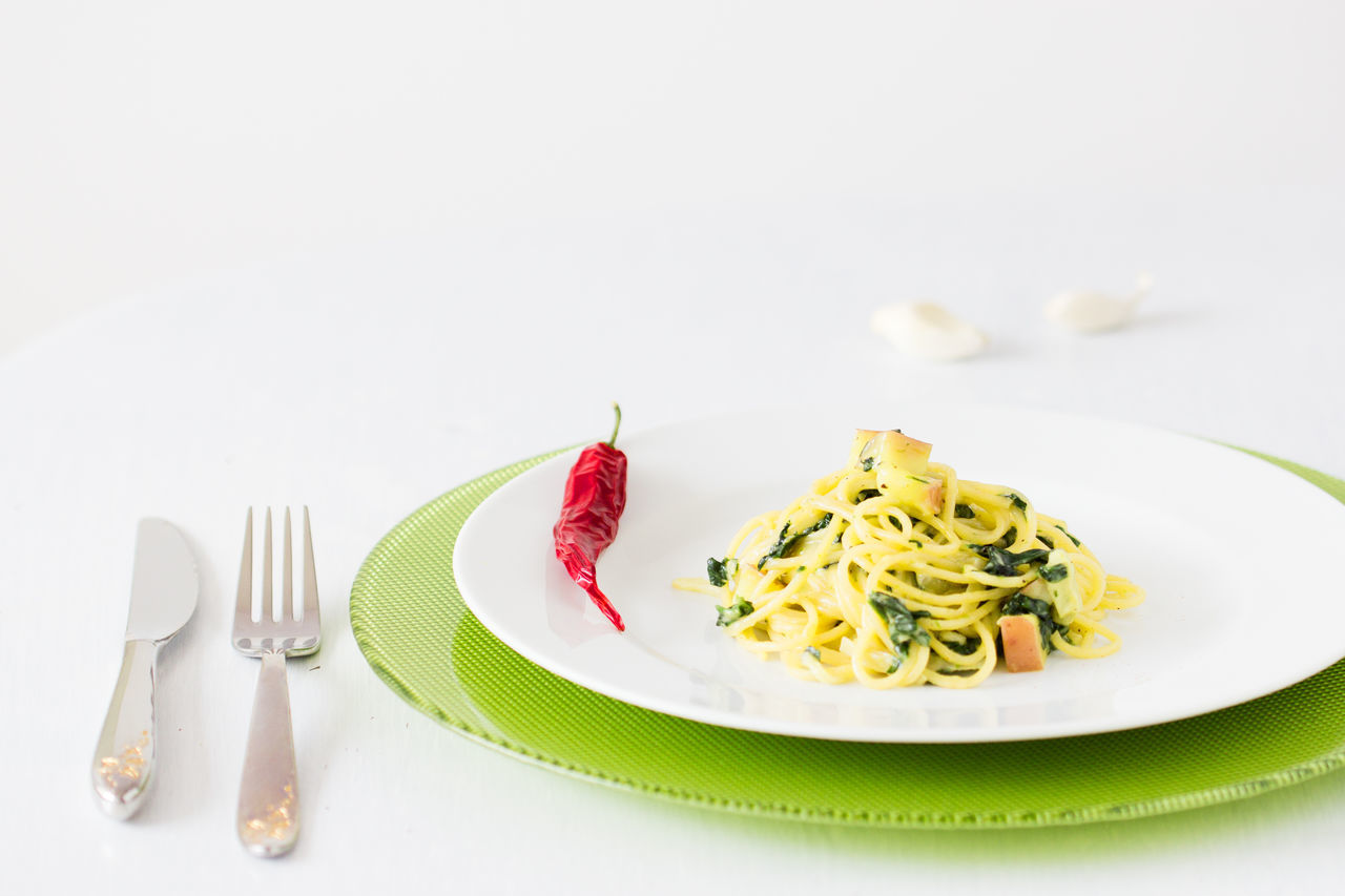 spaghetti with potato and spinach sauce Chili  Food Food And Drink Fork Garlic Garnish Healthy Eating Italian Food No People Peered Back. Plate Ready-to-eat Spaghetti Spinach Studio Shot Table White Background