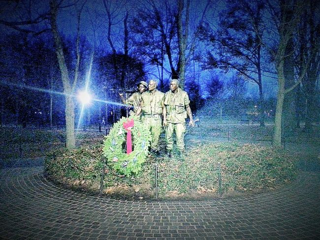 Camera 360 App Washington, D. C. Washington DC WashingtonDC Vietnam Memorial Vietnam Memorial Garden Vietnam War Memorial Statue Statues Statues In The Park Wreath Wreaths Across America Wreathsandstuff Evening Evening Sky Evening View Tree Trees Tree_collection  Silhouettes Of Trees Silhouette Silhouettes