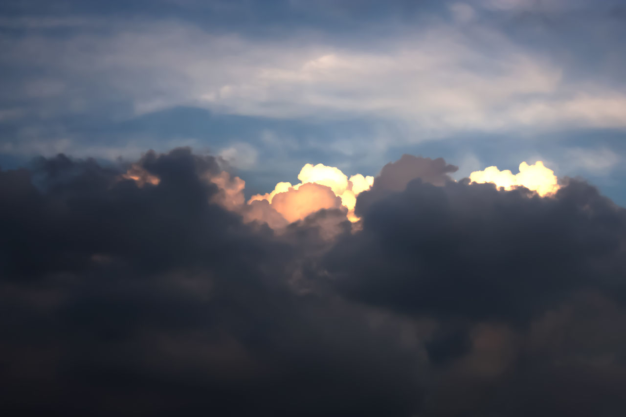 cloud - sky, sky, nature, beauty in nature, atmospheric mood, sunset, scenics, sun, tranquility, dramatic sky, cloudscape, sunlight, tranquil scene, sky only, no people, outdoors, low angle view, backgrounds, storm cloud, day