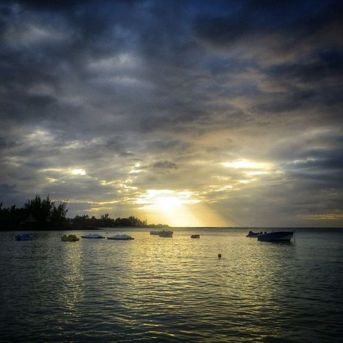 Coucher de soleil à l'île Maurice #peyrebere #Mauritius #sunset Around_instagram Photo_best1 Sunset Screaming_shots Mauritius Assistbutton Instagramhub Tripnatics Snappeak Peyrebere Best_photogram Special_shots Ig_fabpics Visual_heaven Drippin_awesome Hdr_captures Sls_ Pic_friends Iglightshots Visual_magic