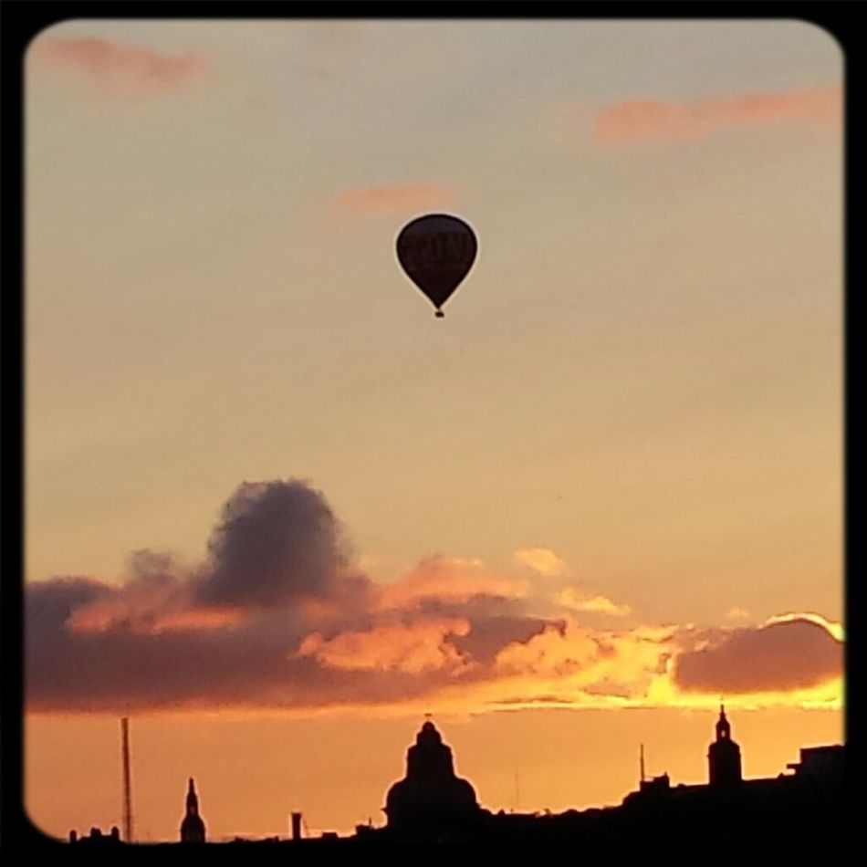 Urban Nature Clouds And Sky Hot Air Balloons City Simply Genious The City Light