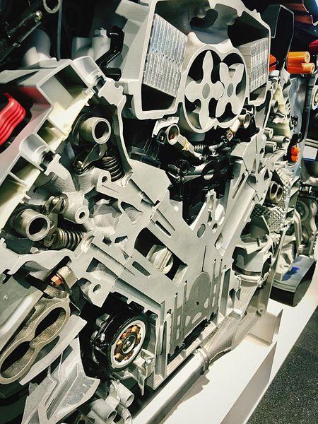 Porsche Panamera Hybrid Engine Engineering Zylinder Workshop Workinprogress Motor V6  Panamera Hybrid Porsche Technology Factory Manufacturing Equipment Close-up Metal Industry