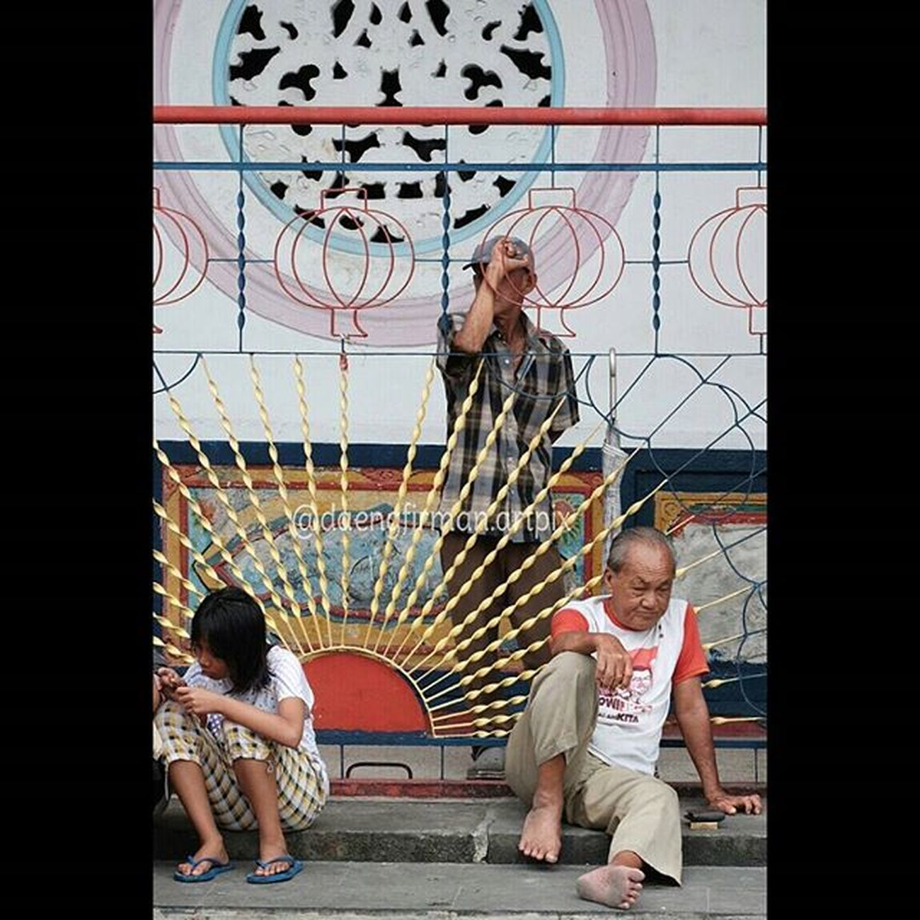 Streetlife in Dailylife at Bahtera Sasana chinese temple in Tanjungpinang city, this temple was a more than 200 year old. No PS Sooc and just crop ClassicChrome Film Simulation. Wonderfullkepri Indonesia_photography Pewartafotoindonesia Natgeonesia 1000kata KepriBukanRiau Serikat_fi IndonesiaOnly Geonusantara Kompasnusantara Lensaindonesia Photooftheday Thephotosociety Streetphotography Streetphotographers Mirrorlesscamera Xa2 Fujifilmxa2 Fujifilm_xseries Gofujifilm Fujifilm_id Showofffujifilm terFUJIlah Xphotographer FujiFeed HIPAae HIPAsnap