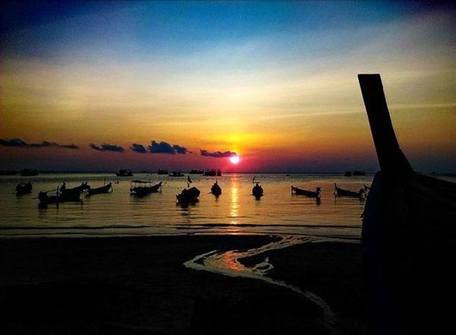 Sunset on Koh Tao, Thailand ThoudandMilesJourney.com Sunset_pics Sunrise_sunsets_aroundworld Sunsets Kohtao Islandphotography Thailandphoto Thailand Landscapephotography Seaandsky Travelphoto