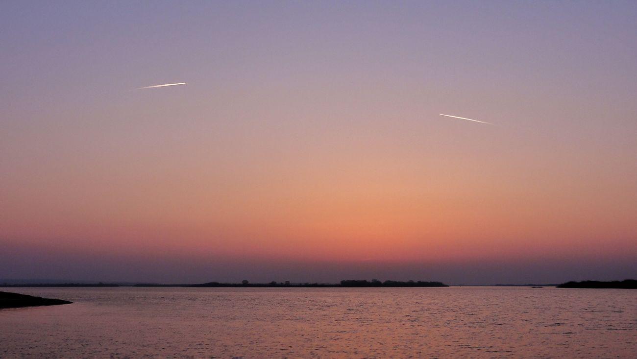 Два самолета (two aircraft) EyeEm Gallery Nature Reflection Amur River Riverbank View River View Sunset Sunset_collection Aircraft