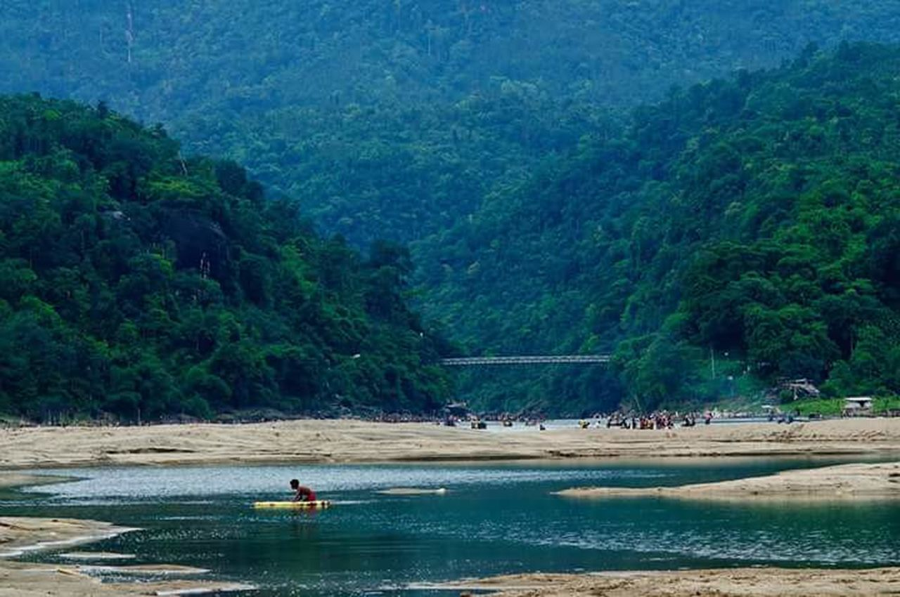 tree, water, real people, mountain, nature, men, beauty in nature, river, scenics, day, outdoors, waterfront, tranquil scene, transportation, leisure activity, lifestyles, forest, large group of people, nautical vessel, women, occupation, people