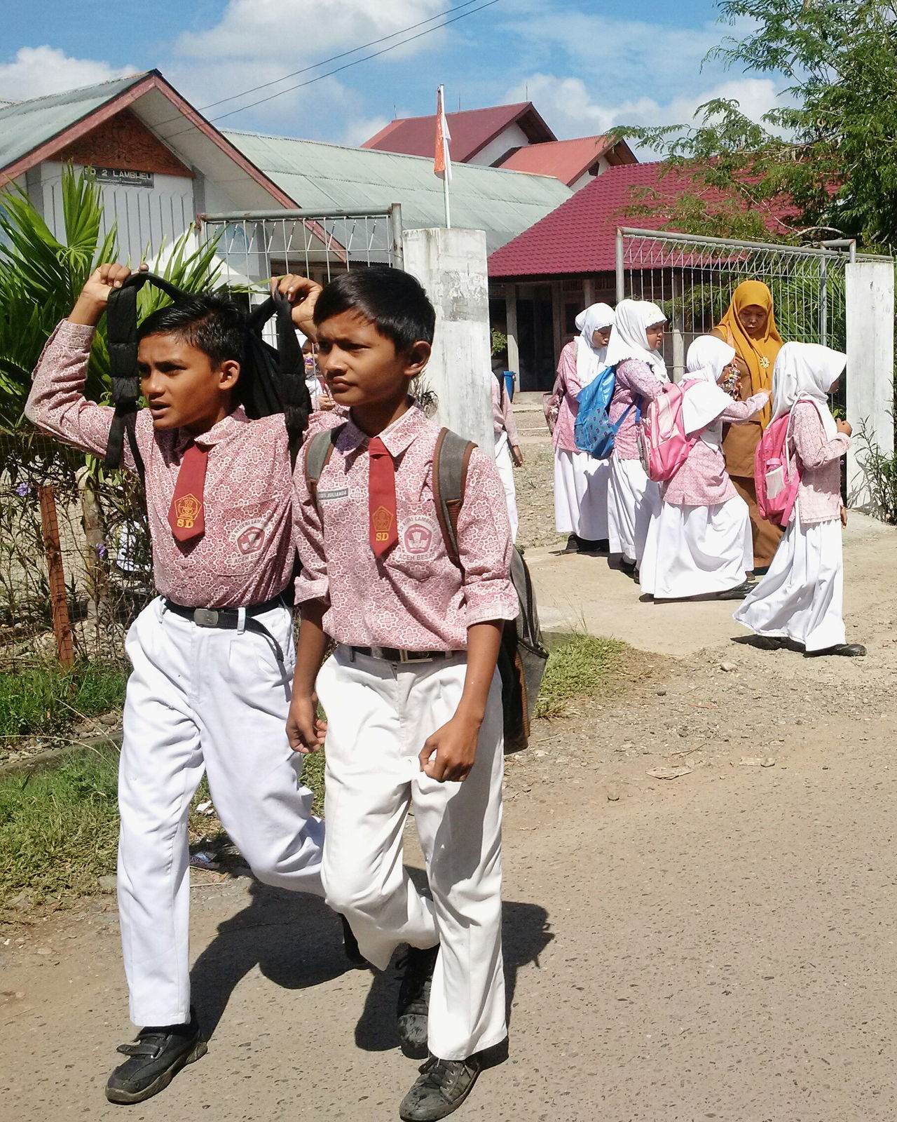 School Uniforms Around The World School Uniform My Student Life EyeEm Indonesia EyeEm Gallery Hello World Unity EyeEm Best Shots Eyeem Aceh School School Life  Eye4photography  Taking Photos Showcase: January Sand Sunlight Bright_and_bold Bright Asian Children