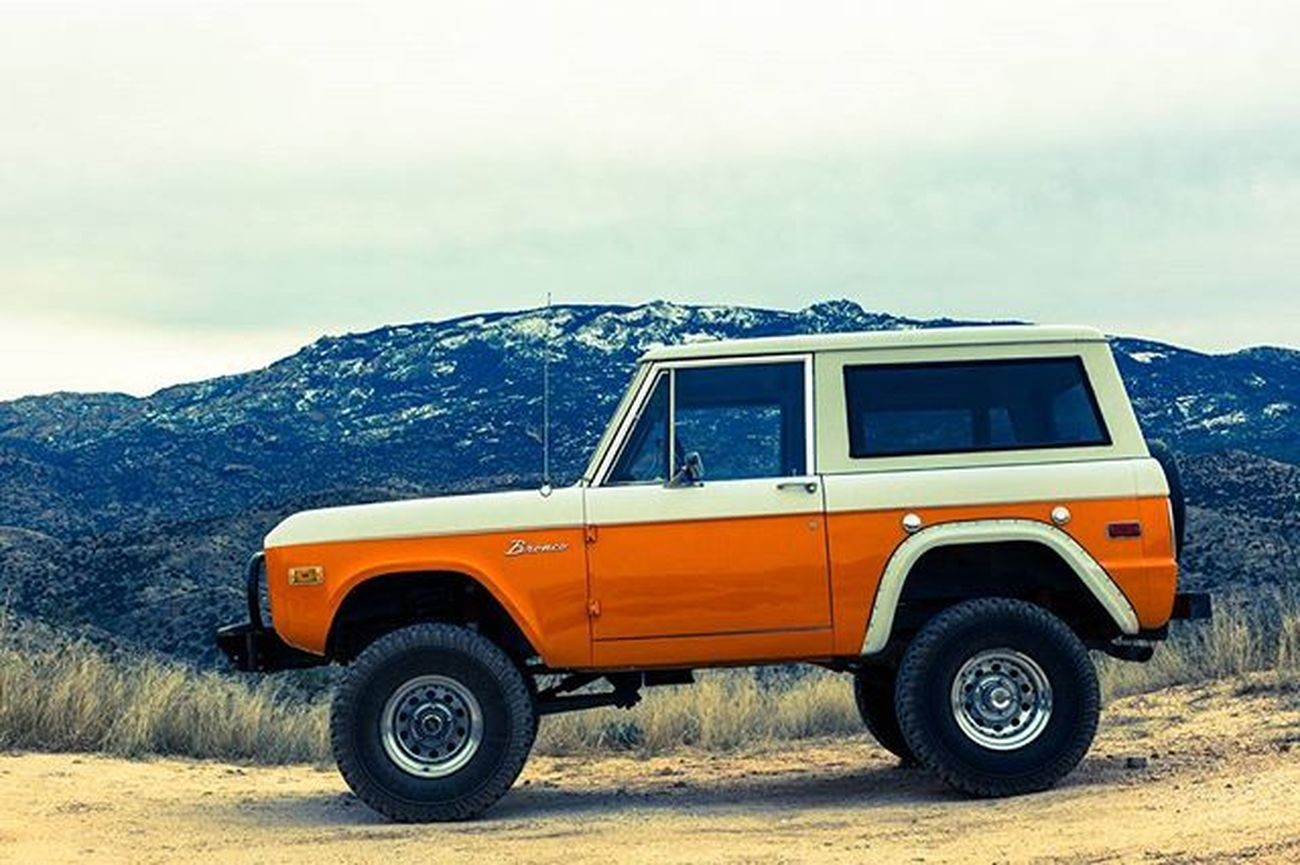 Went off roading with a friend today and came across this beautiful Bronco near Mica Mountain. VSCO Vscocam Mountains Mountain Snow Peak Offroad Tucson Arizona Toyota 4runner Beautiful Truck Orange Mica