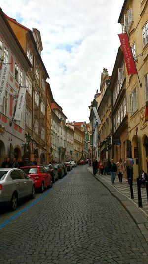 Learn & Shoot: Leading Lines Prague Visiting Prague Historic Center Prag Kleinseite Cars Historical Buildings Street Photography