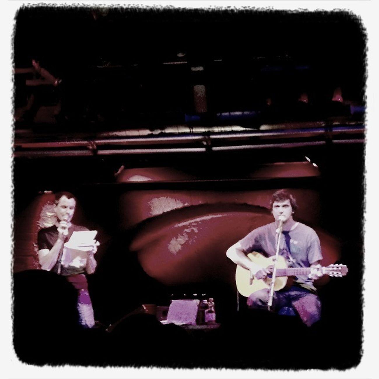 Christoph (links, am Schummler) und Lollo (rechts, an der Gitarre).