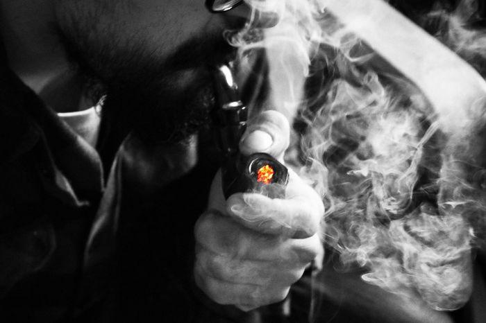 Un hombre fumando con la pipa Pipe Whiteandblack Photography Photographer Canon Canonphotography Canon_official