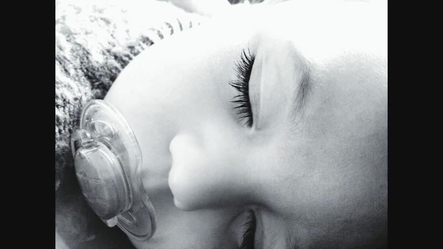 Hello World Relaxing Sound Of Life EyeEm Best Shots - Black + White EyeEm Buenos Aires Babyface EyeEm Bnw Kidsphotography EyeEm Gallery Eyemselfie
