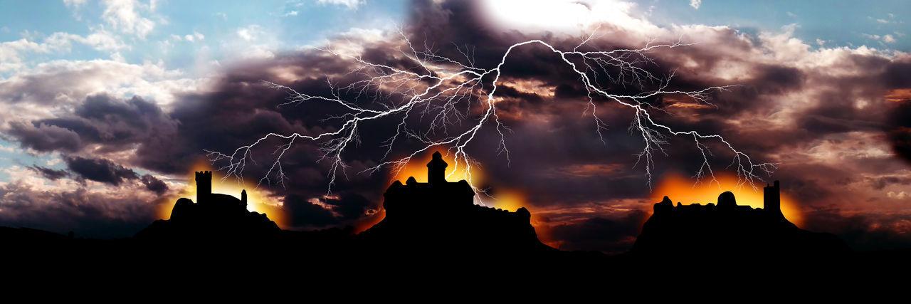 Nachstellung der Sage vom Dreinschlag - einem gleichzeitigen Blitzeinschlag in drei Burgen Cloud - Sky Collage Dark Dramatic Sky Drei Gleichen Dreinschlag Glowing Illuminated Natural Pattern No People Outdoors Sage Scenics Sky Weather