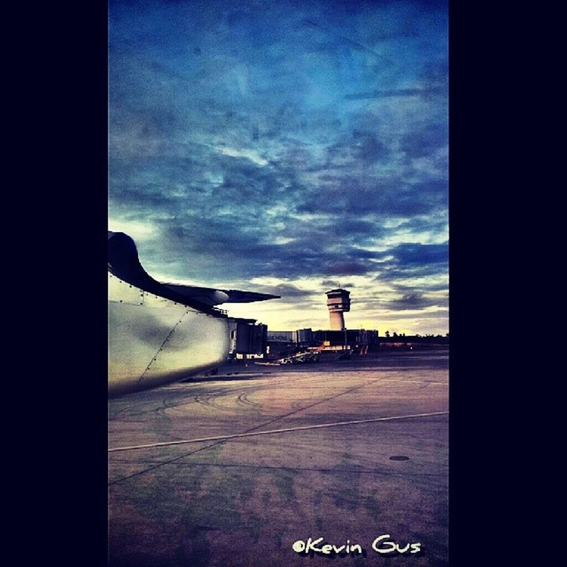 Control Tower Laguindingan Airport Misamis Oriental 12.31.2013 Airport Tower Controltower Wanderlust itsmorefuninthephilippines wowphilippines airport discoverphilippines samsung samsungasia samsungphotography phonephotography filipino pinoy