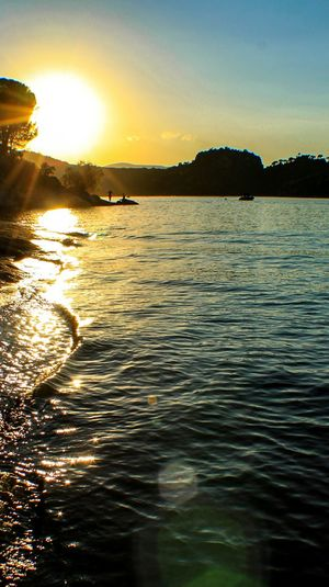 Learn & Shoot: Balancing Elements Landscape EyeEm Gallery Check This Out Enjoying Life Sun Sunset 43 Golden Moments Sunset_collection Landscape_Collection Lake View Lakeshore Reflections In The Water The 43 Golden Moments Sun Reflection On Water Sun Reflections Reflects In Water Nature_collection Nature Silhouette_collection Fine Art Photography Colour Of Life Pantano De San Juan Pantano Madrid