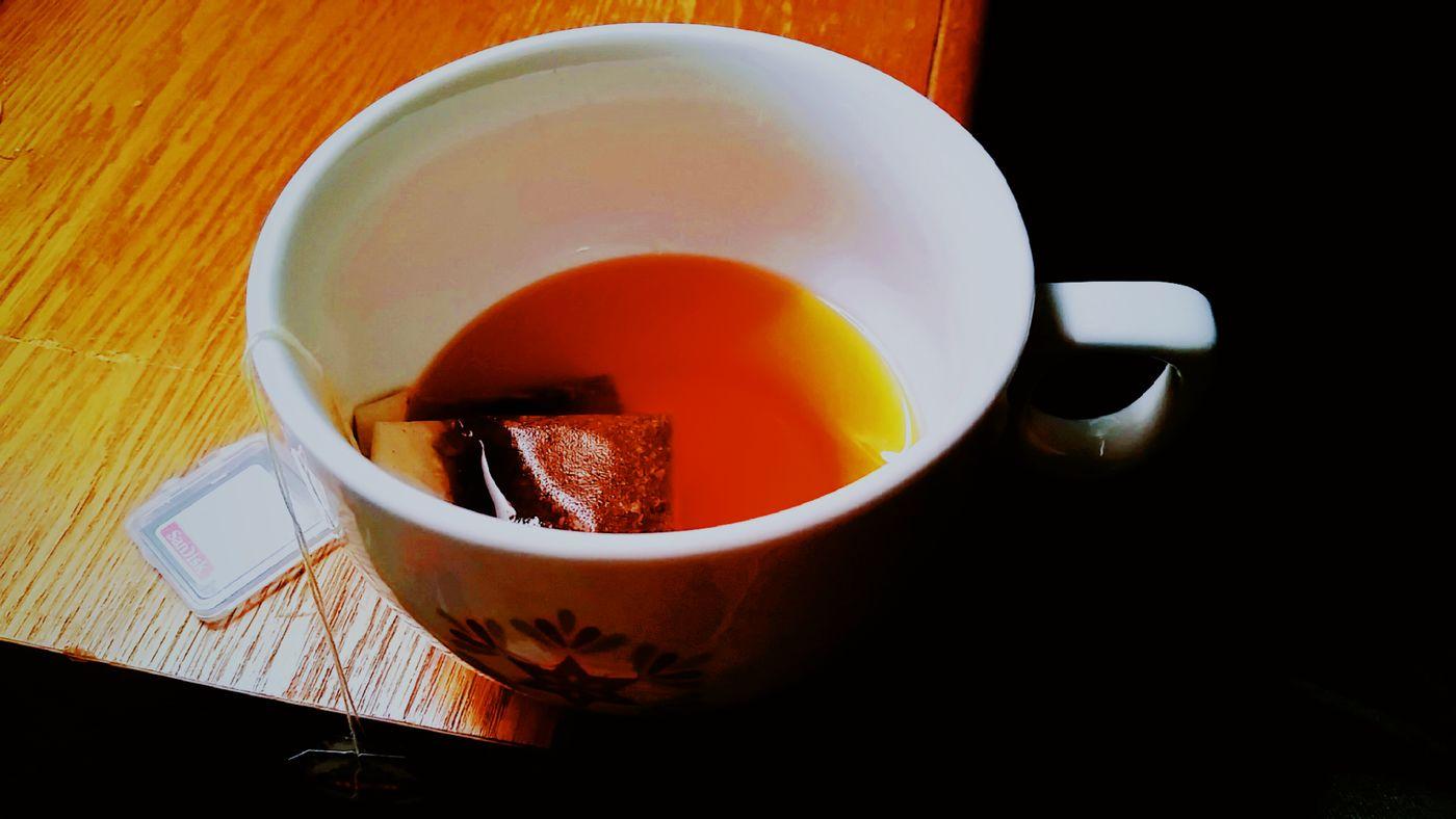 When the lighting is just right. Tea Tea Cup Close-up Teabags Tea Mug Black Tea Chai Tea Latenightphotoantics Cameringoapp Vscoedit Sdcard Memory Card Mobilephotography VSCO