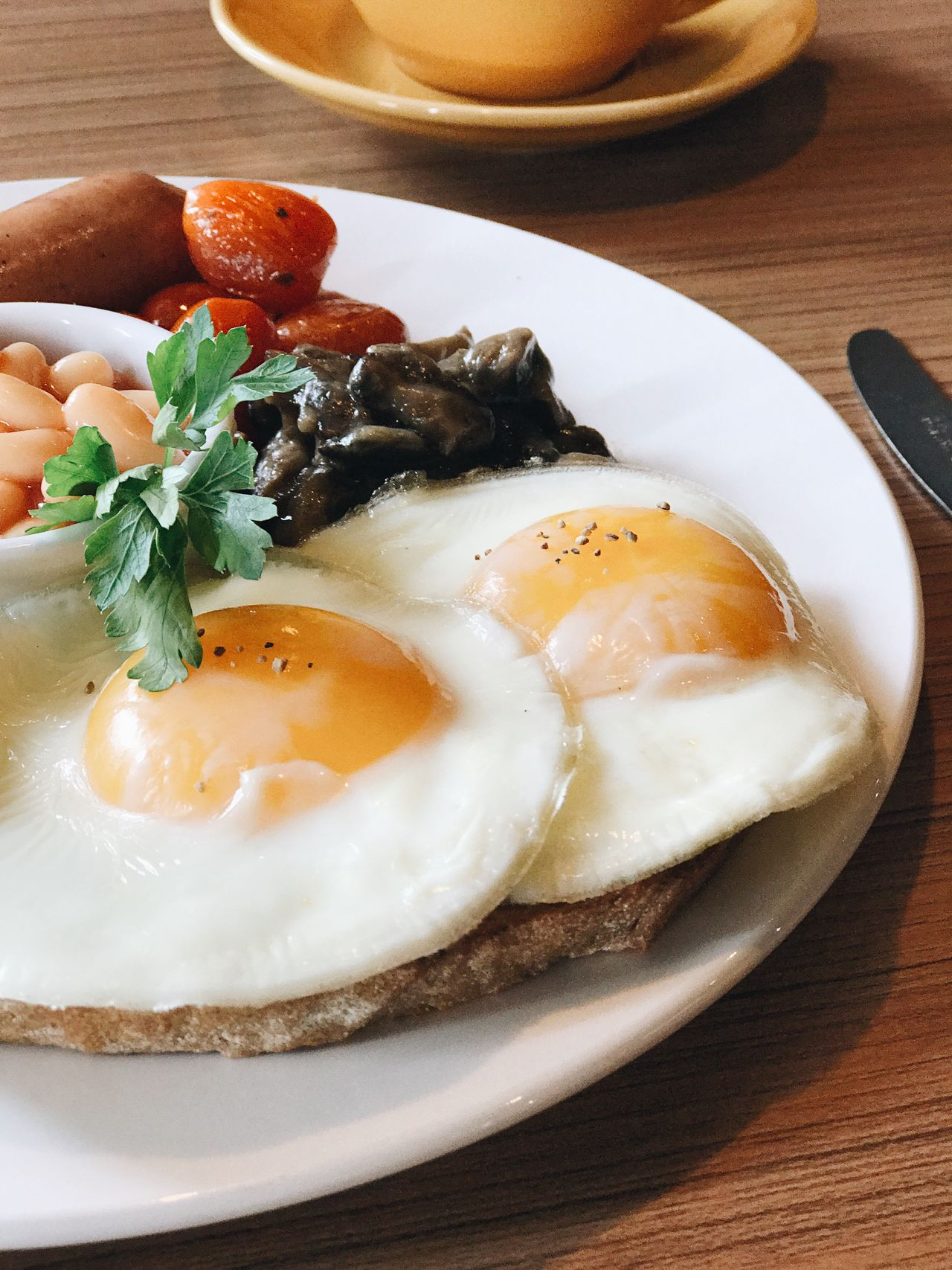 Cafe Pursuepretty Chasinglight Breakfast Bae  Eggs Sunny Side Breakfast Platter Food Yummy Delicious Foodphotography