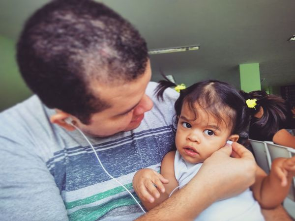 Fatherhood Moments Childhood Family Playing Innocence Mobgraphia ClickRedmi Menina Baby Nina Chica Daddy Padre Padre E Hija Hija Pai Papai Criança Music Brings Us Together