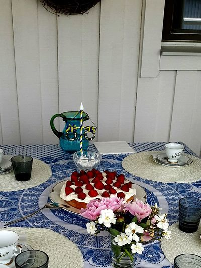 The 00 Mission Midsummer Tea Strawberries And Cream Sweden Food Cake Cake Time Fikar Table Setting DeliciousFood  Flowers Bone China Cups And Saucers