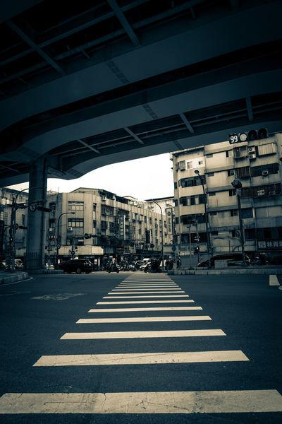 Streets of CityTaipei, Taiwan. Architecture Day Road Outdoors No People Sky EyeemPhilippines EyeEmPhilppines Eyeemphillipines Taiwan Taipei Taipei,Taiwan Street Streetphotography Blue Blackandwhite Warm Travel