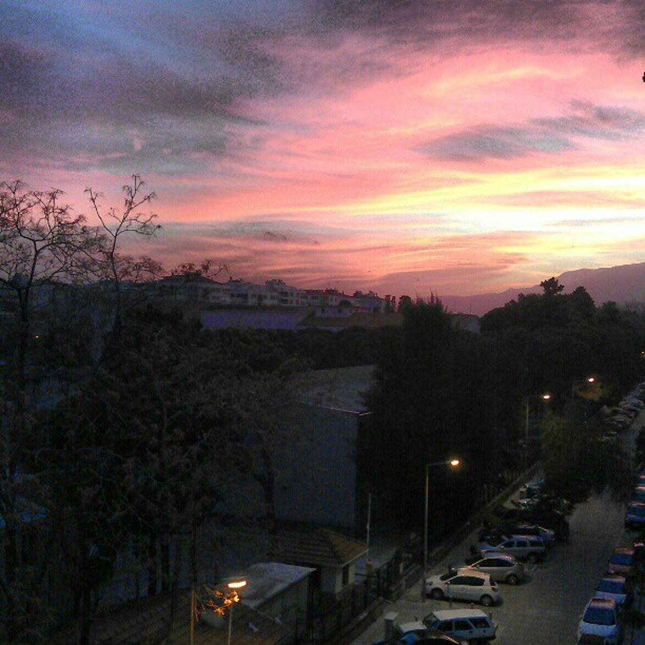 CreativeNokta da gün aydınlanıyor... :) sabah 6da ofiste olmak neyn lahana? :)