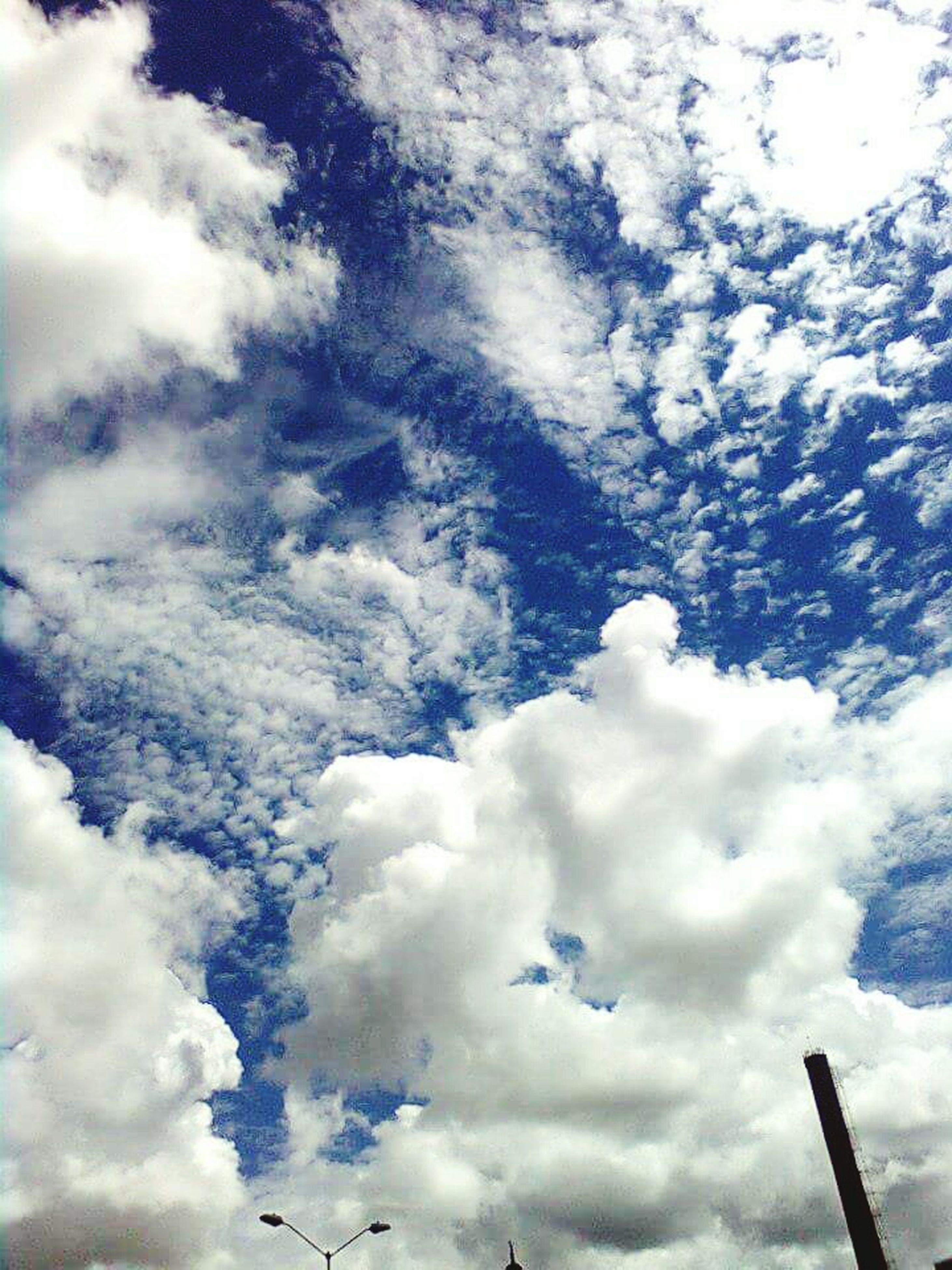 low angle view, sky, cloud - sky, cloudy, nature, cloud, beauty in nature, tranquility, blue, weather, day, scenics, cloudscape, outdoors, no people, backgrounds, tranquil scene, white color, overcast, full frame