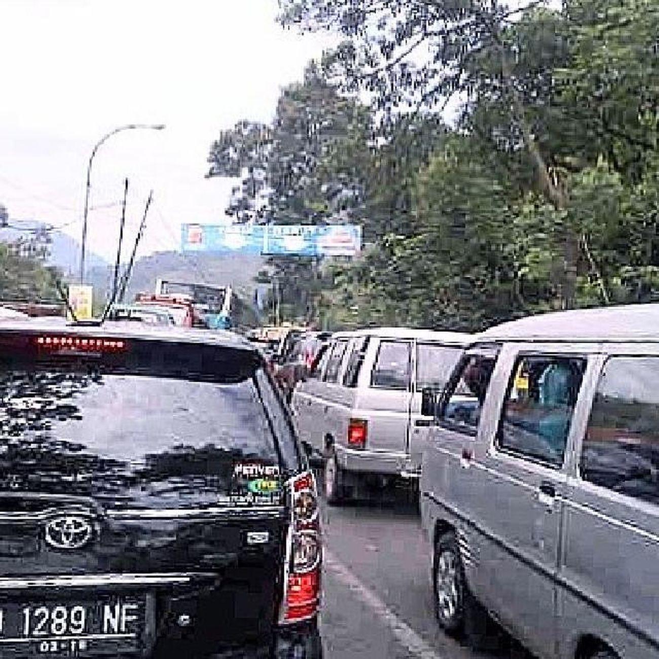 Nagreg dekat pintu kereta api (foto oleh M. Arif amerta) Bandungjuara Idulfitri  Infojalan Televisinet