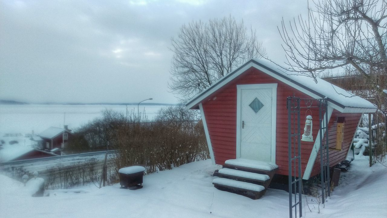 It's Cold Outside Bungalow Wooden House Winter Garden Kolmården Cold Sverige Winter Wintertime Snow Snow ❄ Sweden Scandinavia Scandia Northern Europe Snow Covered Tourism