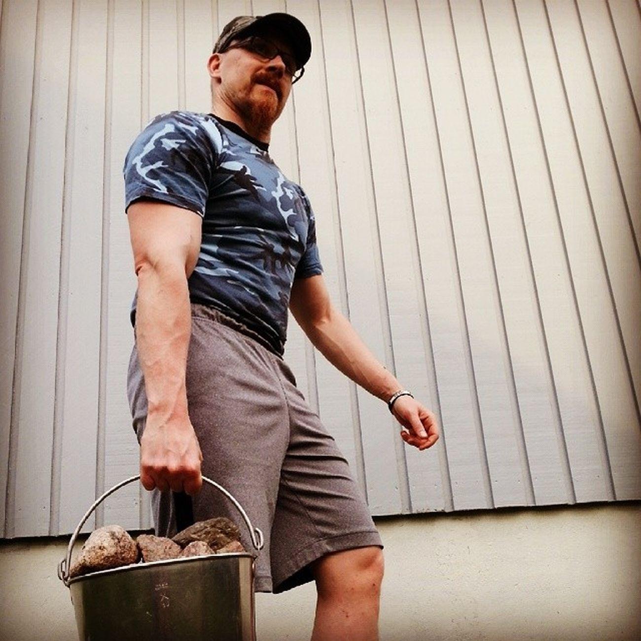 Bild till ett kommande inlägg i Sveriges kanske mest opretentiösa träningsblogg... ;-) Obstacle .nu Improviseradträning Farmerswalk