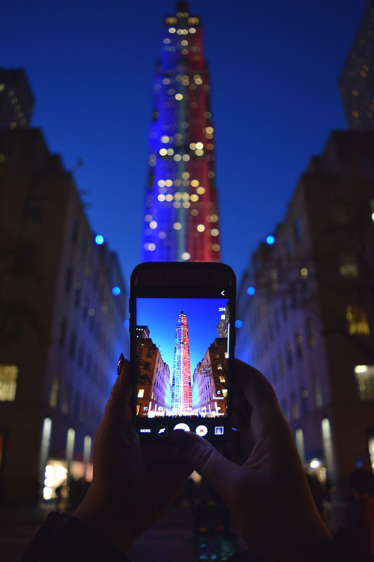 Through The Phone Throughmyphone Night Colors Topoftherock Nikon D3300 Top Of The Rock NYC New York City Night Lights Shutter Speed Lighttrails Light Trails Light Trail NYC Street Nightphotography Night Photography NYC NYC Street Photography NYC Photography Red White And Blue Rockerfellercenter Redwhiteandblue (null)Low Angle View Top Of The Rock