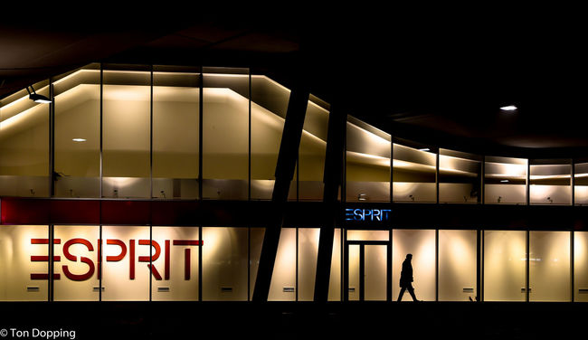 Esprit outlet store and office Esprit Glass - Material Modern Modern Office Outlet Outletstores Shop Shopping Window