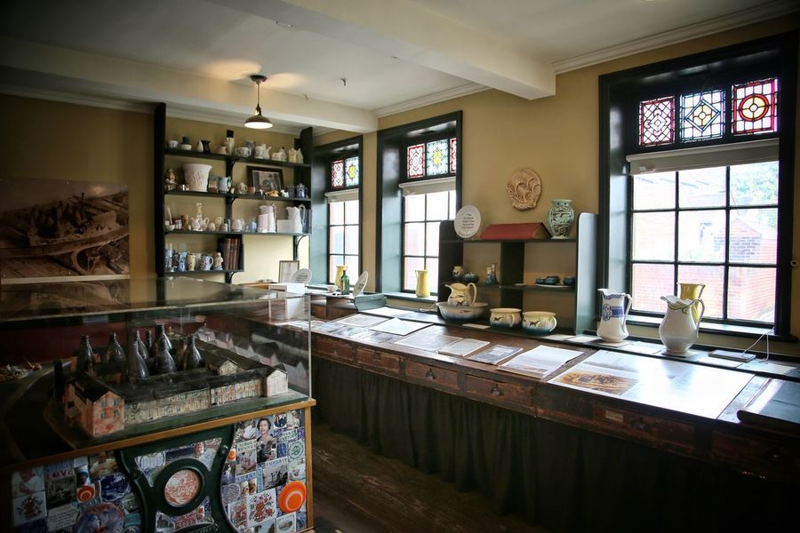 Middleport Pottery Architecture Bookshelf Day Home Interior Home Showcase Interior Indoors  Luxury Middleport Pottery No People Pottery Window