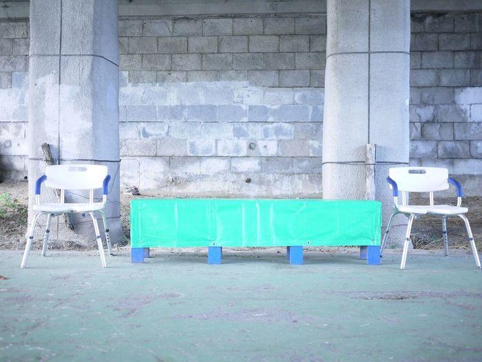 橋の下の椅子 Landscape On The Road Under A Bridge Chair