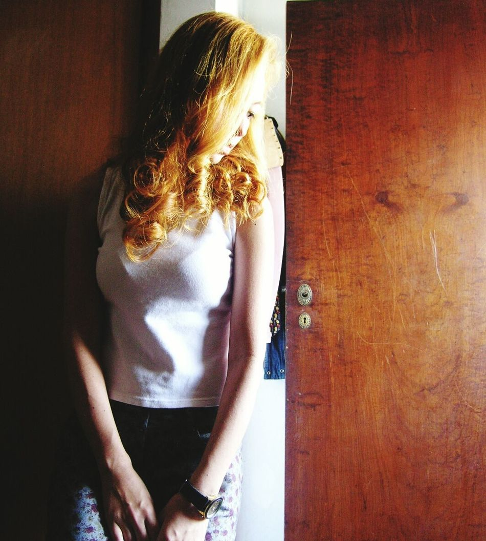 Lonelygirl Blondcurls Blondgirl Indoors  Thoughtful Thoughtful Girl