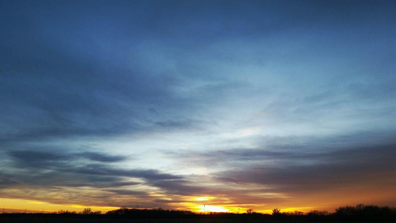 Kansas sunsets are insane. Kansas, Sunset Country Sky