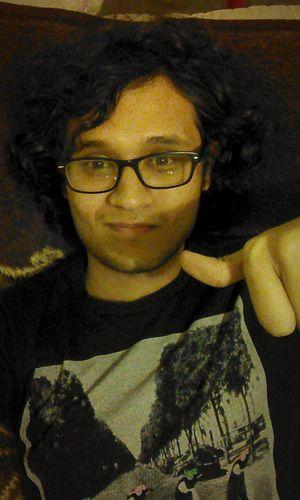 Intentaremos con una selfie. Selfportrait Motorolamotog People Hi! Hello World Long Hair ? Relaxing In My Bed
