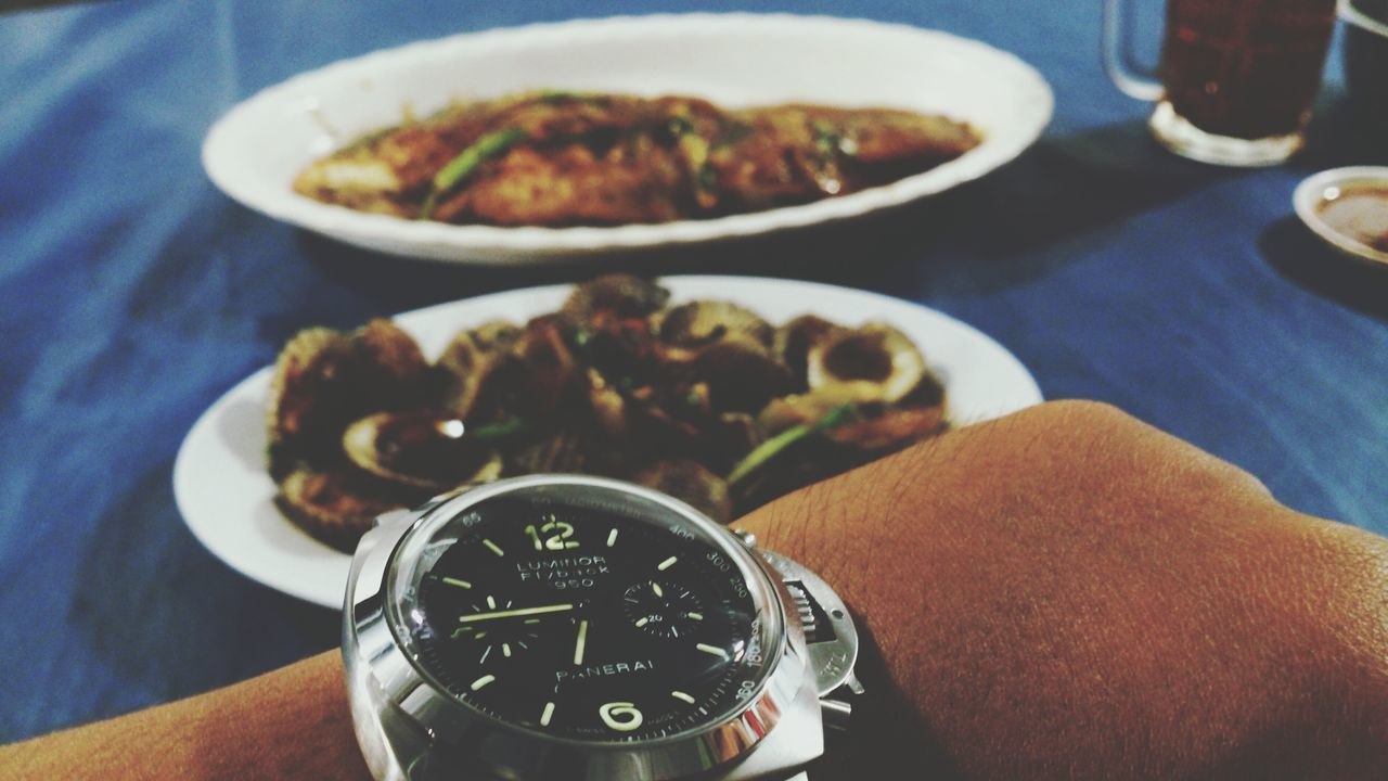 human hand, time, wristwatch, indoors, human body part, one person, close-up, watch, real people, day, people