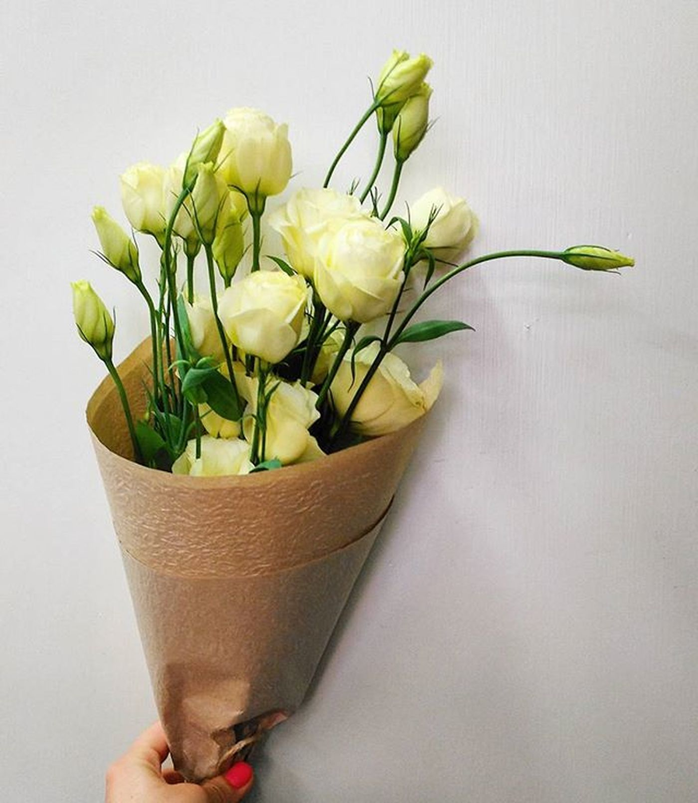A pretty little bunch for a pretty lady on a Friday! @morganblades Happy Friday All! Adelaide Lisanthus Prettylittlebunch Littlebunch Cream Flowers Friday Fridayfaffing Itsalmost5 Floralfridaycompetition Brownpaperpackagestiedupwithstring