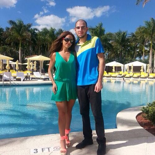 Trumpnationaldoral Dayatpool Lunch Beautuful nice weather me mysister lol imsotall lunch royal palm pool @nataliecristelle @heidihad