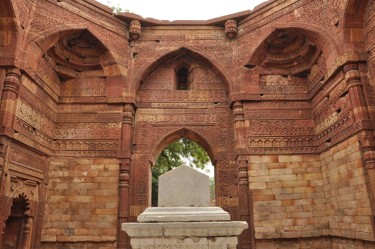 Tomb of Iltutmish at Qutub Complex Delhi, The square base of the tomb structure transforms into an octagon overhead with ogee squinch arches, constructed with corbels rather than true arches Altamash Altamsh Ancient Delhi, India History Iltutmish King Mamluk Dynasty Old Ruin QutubMinar Remains Tomb