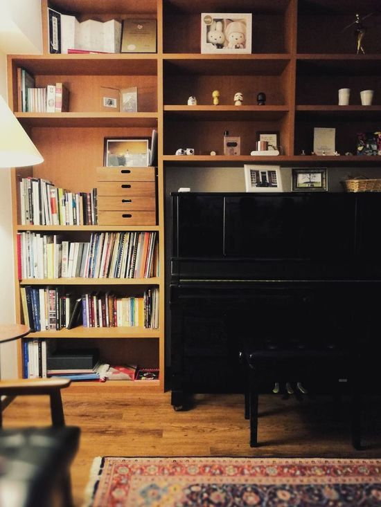 Bookshelf Shelf Library Indoors  Colonial Style Cosy Interior Home Interior Study Interior Design Study Room Oriental Carpet Black Piano Music Room Wooden Floor Wood Interior Cosy Room Design Interior Modern Interior Space Interior Spaces Home Sweet Home Home Interior Photography