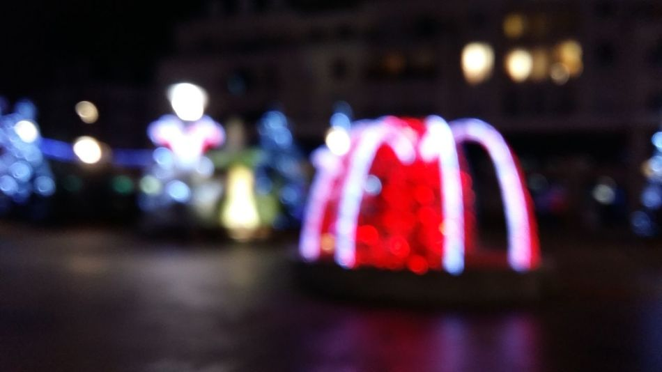 Night Illuminated Outdoors City Decorations Noël Flou Flou Noël Defocused Yvelines Sartrouville Plein Air Rouge Red Fontaine Fountain Brunnen Rote