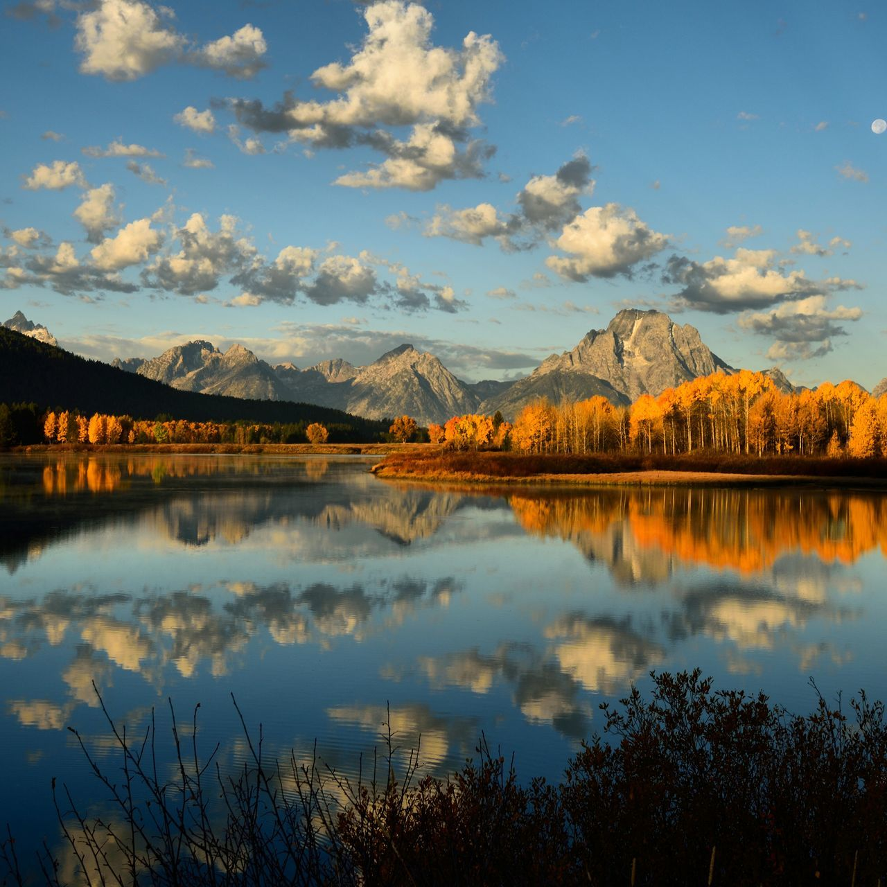 Eyeemhiking Eyeemoutdoors Eyeemphotography EyeEm Nature Lover Grandtetonnationalpark Grandtetons SunriseReflection Golden Scenery Autumn Autumn🍁🍁🍁 Eyeemlandscape Landscape Travel Mountains Nationalpark Tranquility Nature Beautiful Scenery Beauty In Nature Lakeview Yellow Leaves Sky And Clouds