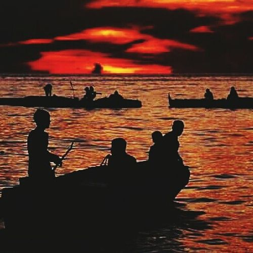 Gypsies 😊 Naturelovers Naturebehindthescene Timeofthegypsies Beachphotography Beach Photography The Beachboys Sunsetmadness Time To Reflect The Pursuit Of Happiness Sunset Silhouettes Atmospheric Mood