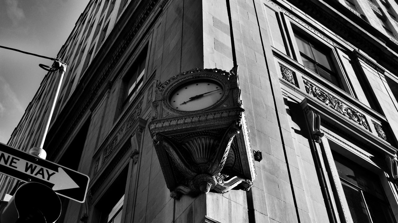 Monochrome Monochromatic Walking Around Escaping Blackandwhite Nikond5300 Nikon Light And Shadow Shadows WatchTheClock Clock Getting Inspired Samsung Samsung Galaxy S7 Edge Popular Photos Shadow Streetphotography Absorbing Urbanphotography Lightandshadow Philadelphia Popular Escaping Discovering Great Works Eye4photography