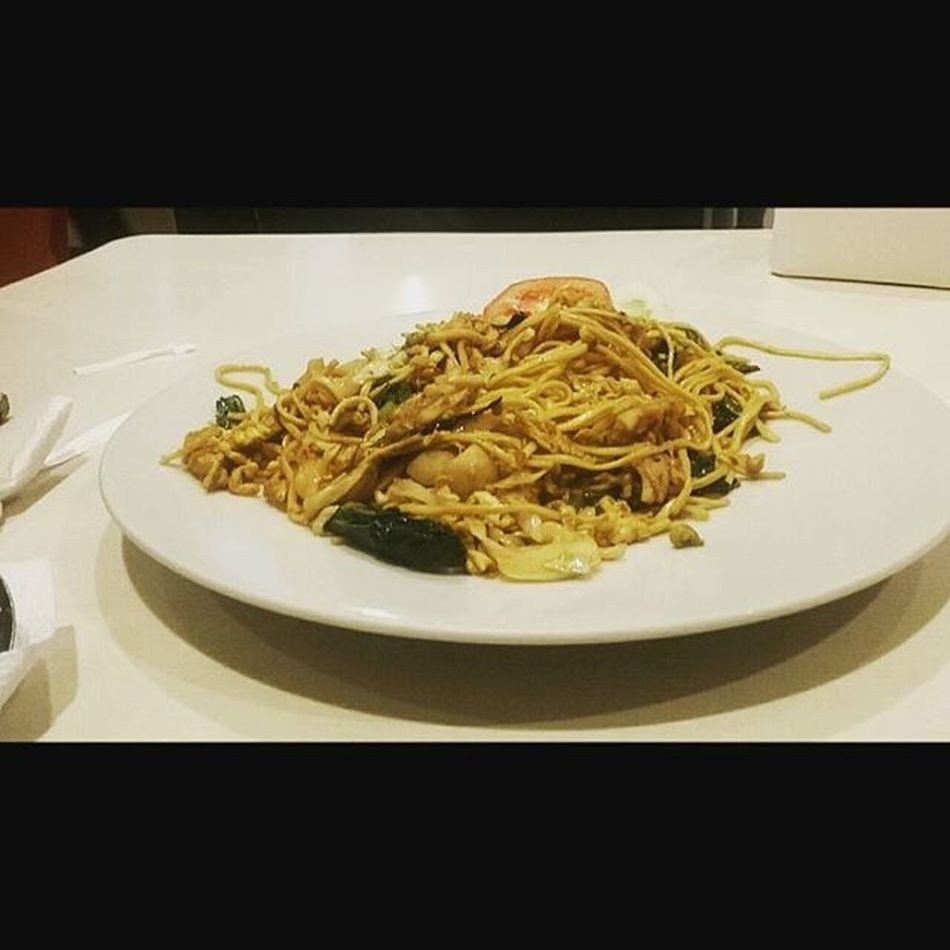 Seafood fried noodles 😋😘Kedaimie Lippocikarang Dinner Mie Friednoodle Noodles Taste Numerouno Delicious Indonesiaculinaryfood INDONESIA Indonesiafood Trythis Kindofnoodles