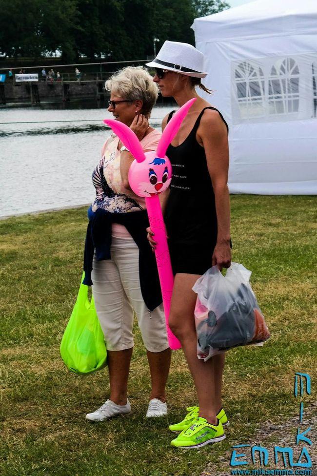 This one made me laugh. Yes my imagination went wild... Kalmar Kalmarstadsfest Mr Rabbit Pink Hat Sweden Soontobehappy