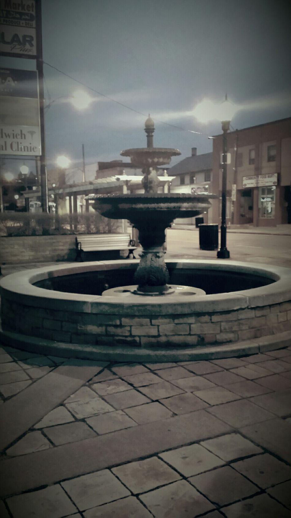 Sanwich village postal office fountain.keep it there city of Windsor its too beautyfull Hanging Out Your Art Is Portable With Caseable Me, My Camera And I God Send Me An Angel ❤