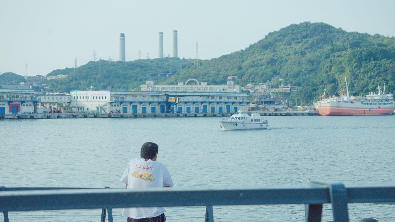 一個人看海的日子 Taking Photos Sea And Sky Confused Missingsomeone Friendship Relationship Blue Alone